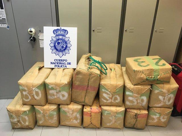 Hachís toneladas incautadas interior coche policia nacional droga estepona fardo
