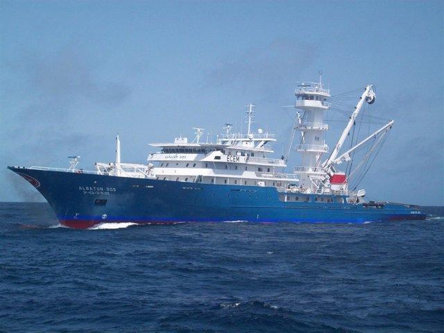 Barco atunero de OPAGAC