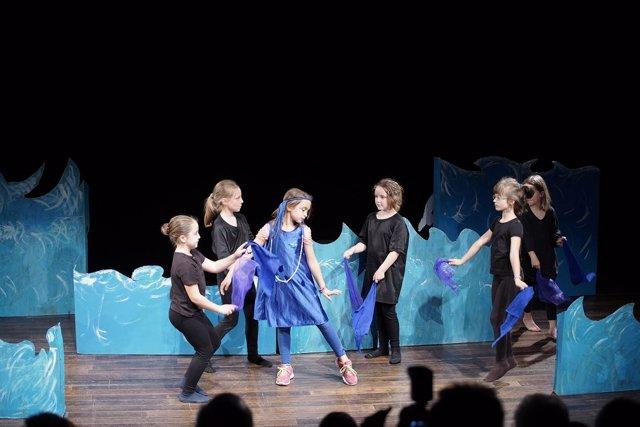 Estudiantes representan un fragmento de una ópera como parte del proyecto LÓVA