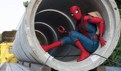 Tom Holland compara el nuevo traje de Spider-Man con un iPhone