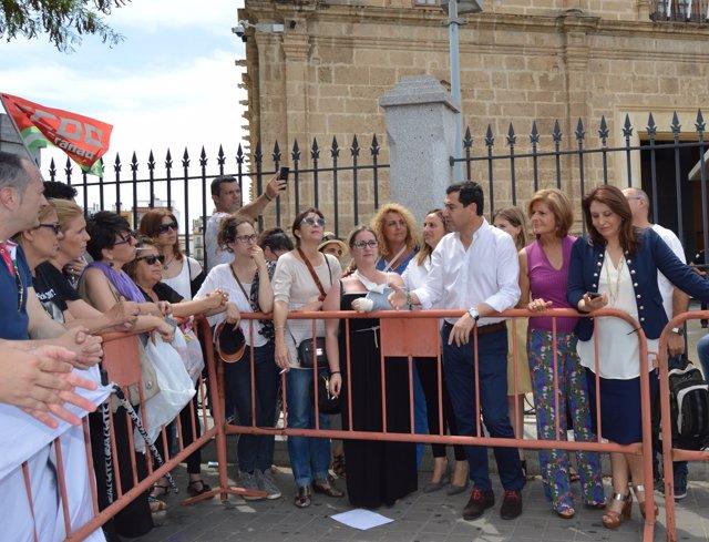 Juanma Moreno, con los profesores de los conservatorios