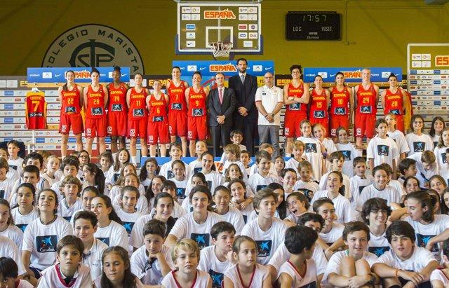La selección española femenina de baloncesto antes de jugar el Eurobasket