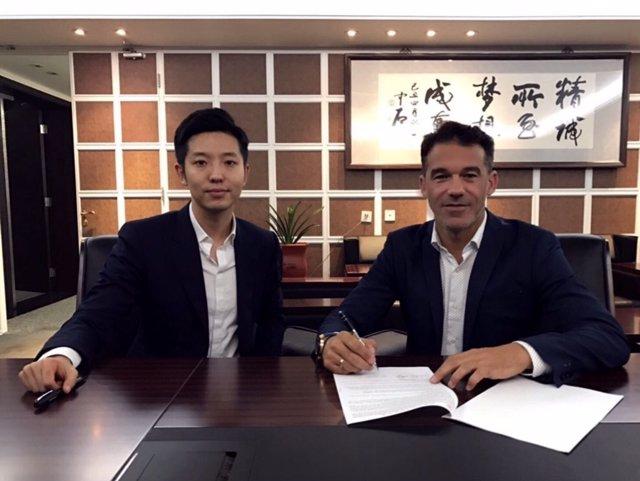 Luis García Plaza firma por el Beijing Renhe de China