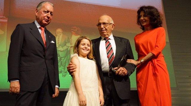 Moyá Saus es premiado como empresario del año por CAEB