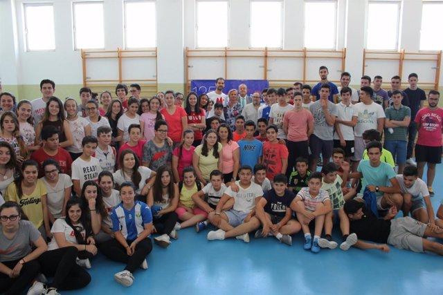 Calderón con los alumnos de Campanario