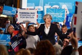 """May dice que Reino Unido """"necesita un periodo de estabilidad"""""""