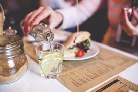 Cambiar el refresco o la cerveza por agua, la mejor dieta