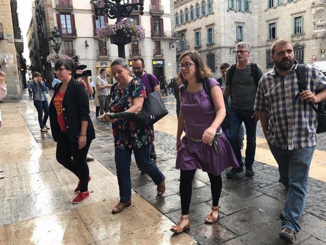 Diputados de la CUP llegan a la Generalitat