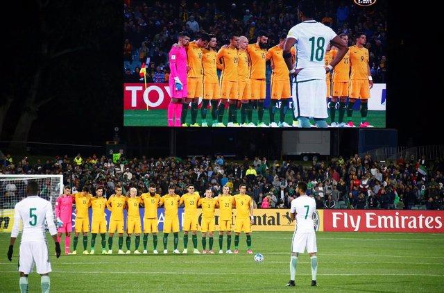 Los jugadores de Australia durante el minuto de silencio