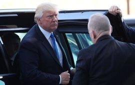 """Trump llama embustero y """"filtrador"""" al ex director del FBI James Comey"""