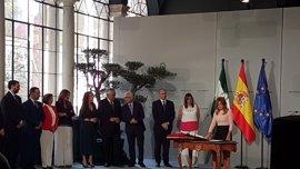 La nueva consejera de Salud del Gobierno andaluz, Marina Álvarez, toma posesión prometiendo su cargo