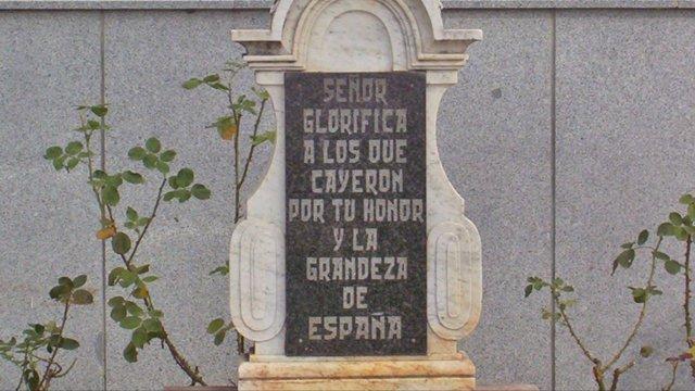 Placa de la Cruz de los Caídos de Dos Torres