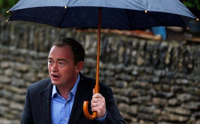 Tim Farron, líder del Partido Liberal Demócrata de Reino Unido, tras votar