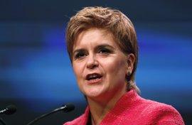 """Sturgeon se ofrece a trabajar con otros """"para mantener a los conservadores fuera del Gobierno"""""""