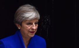 """May tira de sus """"aliados"""" del Ulster para gobernar en minoría y confirma el arranque del Brexit """"en diez días"""""""