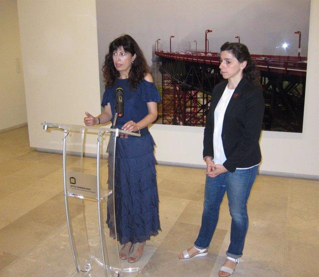 La concejal Ana Redondo y la comisaria de la exposición Beatriz Pastrana