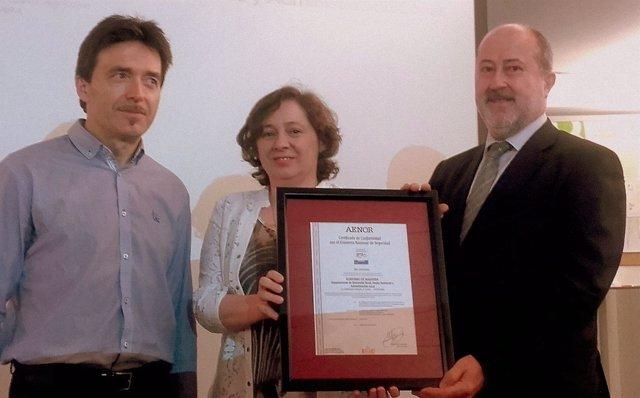 Elizalde recibe la distinción de manos de director de AENOR