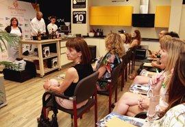 El cocinero Álvaro Arriaga imparte un curso de cocina con productos de la marca Sabor Granada