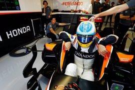 Alonso y Sainz viven un estreno aciago y Hamilton recupera el mando en Canadá