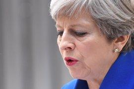 """May promete """"reflexionar"""" sobre la pérdida de escaños del Partido Conservador en el Parlamento"""