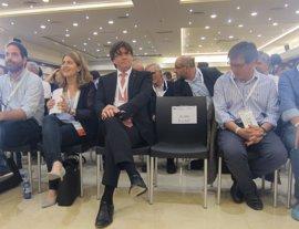 """Carles Puigdemont pide un mundo municipal """"activo y movilizado"""" para posibilitar el referéndum"""