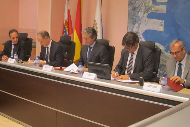 Firma del convenio de mejora de la terminal de Muriedas