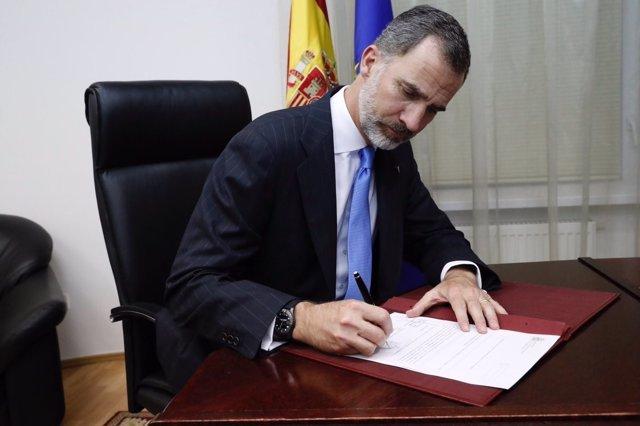 El Rey Felipe VI firma el RD para condecer a Echeverría la Gran Cruz del Mérito