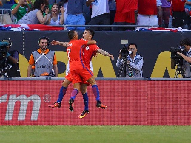 Alexis Sánchez celebra un gol de Chile en la Copa América