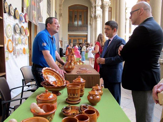 Reyes inaugura el I Festival de la Artesanía