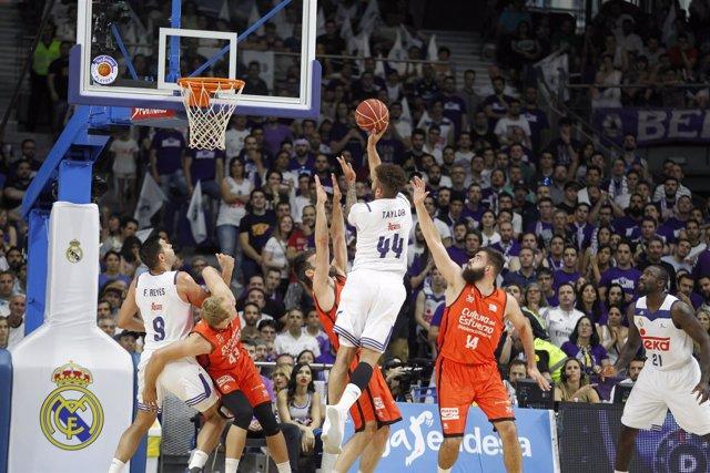 Taylor encesta en un Real Madrid - Valencia Basket Final ACB