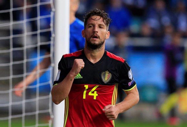 Dries Mertens marca uno de los goles de la selección belga