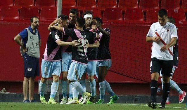 El Rayo Vallecano vence al filial del Sevilla