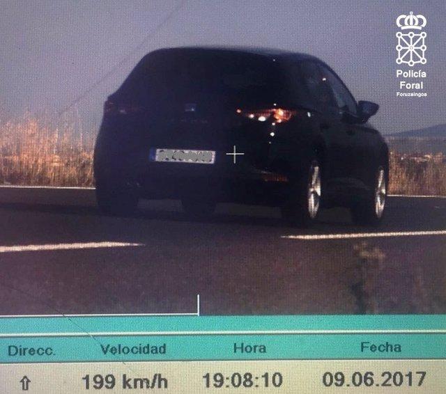 Coche circulando a 199 km/h