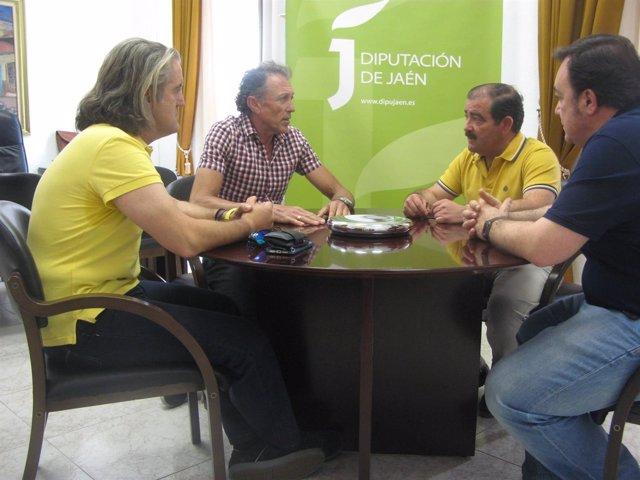 Reunión de José Castro con representantes de la Federación de Ciclismo
