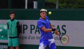 El español Nicola Kuhn cae en la final de Roland Garros junior ante el australiano Alexei Popyrin