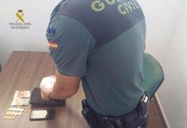 Desmantelados dos puntos de venta de cocaína en locales de Matalascañas