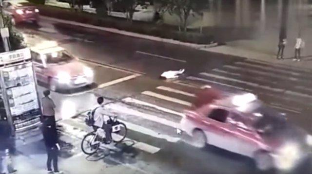 Captura del vídeo que muestra el doble atropello