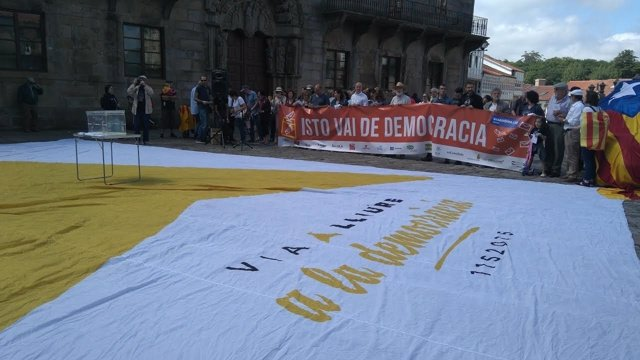 Concentración a favor del referéndum catalán en Santiago