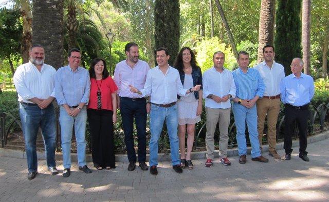 Moreno (centro), entre los presidentes provinciales del PP en Andalucía
