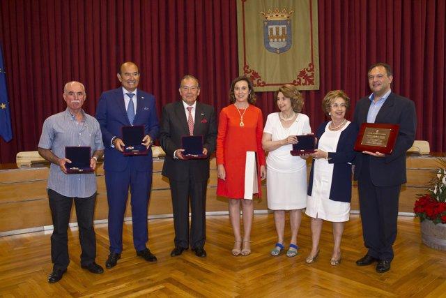 La Alcaldesa De Logroño, Cuca Gamarra, En El Acto De Entrega De Las Ins