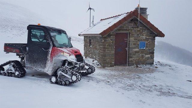 El vehículo de rescate, junto al refugio de Lepoeder