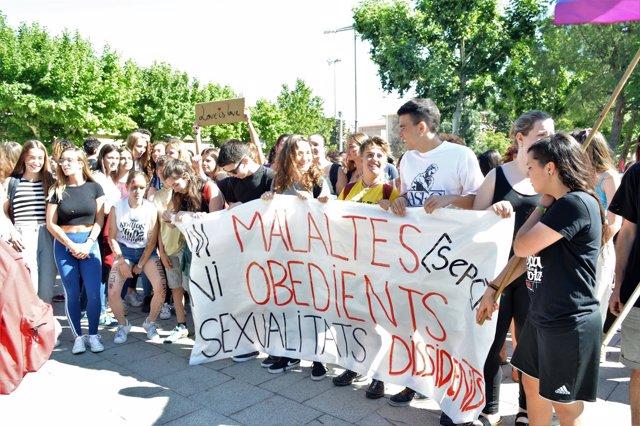 Concentración en un instituto de Lleida contra las afirmaciones de un profesor