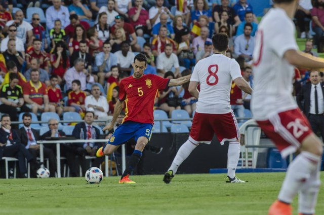 Busquets en el partido de España - Georgia