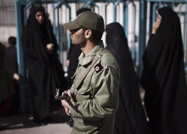 Policía en Teherán