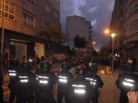 La protesta okupa de Santiago se salda con cargas y el desalojo del grupo que accedió a un colegio abandonado