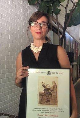 Marta Vilella con el Premio EscriDuende
