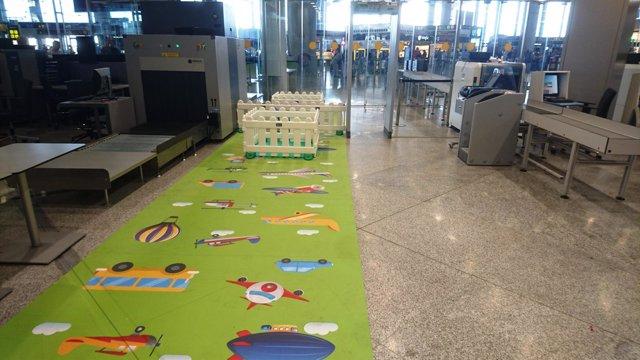 Filtro seguridad infantil familias aeropuerto málaga aena
