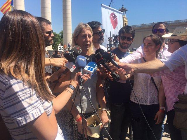 La consellera de Presidencia, Neus Munté, atiende a los medios en Montjuïc