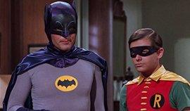 """Robin y Catwoman despiden a Adam West: """"Era el verdadero Caballero Oscuro"""""""