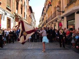 Gamarra dedica los 'banderazos' a los comerciantes, niños con enfermedades raras y a los logroñeses que viven fuera